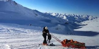 Een ski ongeluk zit in een klein hoekje