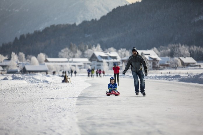 Naast skïen wordt er ook veel geschaatst in Karinthië (Kärnten Werbung)