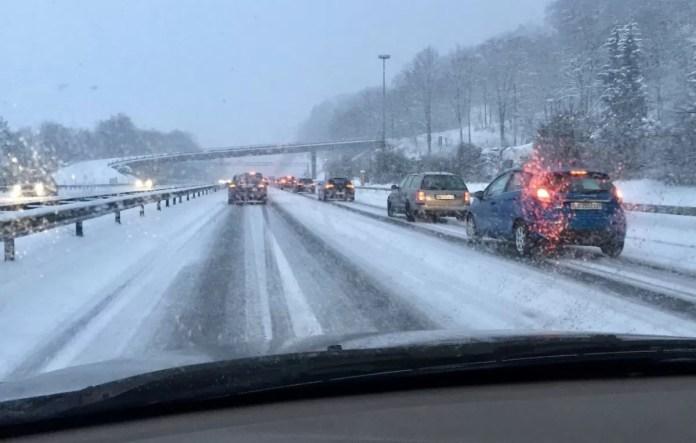 file sneeuw snelweg