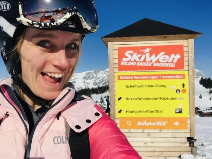 We kunnen in ieder geval niet zeggen dat pistes niet goed zijn aangegeven... Het oranje bordje geeft de 90 kilometer lange SkiWeltTour aan