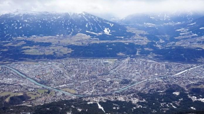 Tijdens het snowboarden had ik uitzicht op: Innsbruck te Oostenrijk