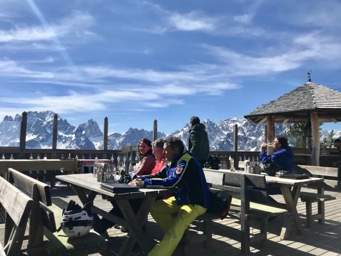 Er is in Drei Zinnen bijna geen restaurant zonder heerlijk terras met prachtig uitzicht!