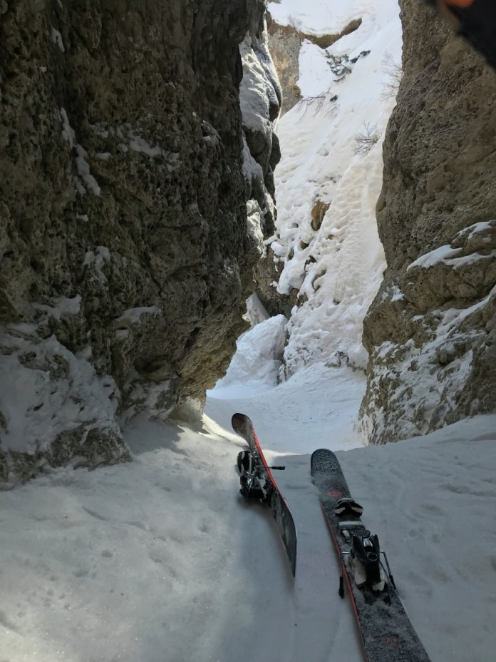 Bij La valle Perdu (de verloren vallei) zijn er stukken waarbij je je ski's uit moet doenBij La valle Perdu (de verloren vallei) zijn er stukken waarbij je je ski's uit moet doen