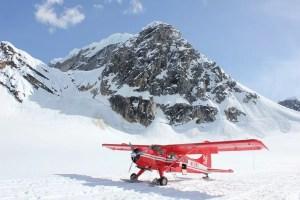 Vliegtuigje in de sneeuw