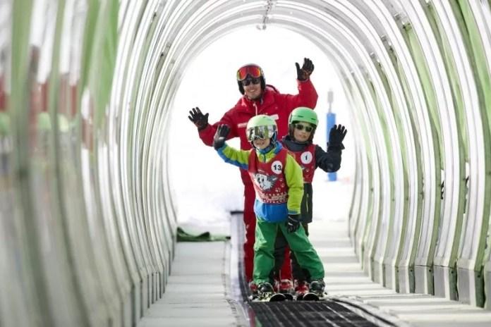 Kinderen leren skiën in Hopfgarten © Simon Hausberger