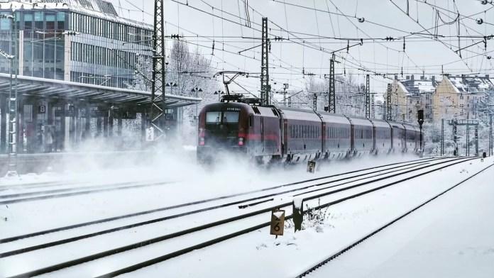 Als je een beetje slim boekt, zet de trein je bijna voor de deur af. Foto: Pixabay