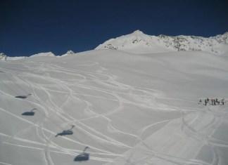 piste afschrapen boarders skiers