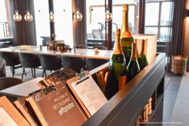 Champagne om te vieren dat we er zijn! Foto: Edwin Hagenouw