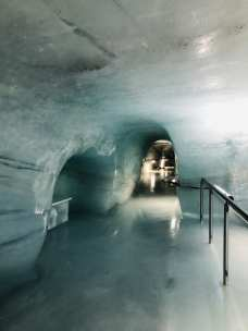 It also features ice tunnels...