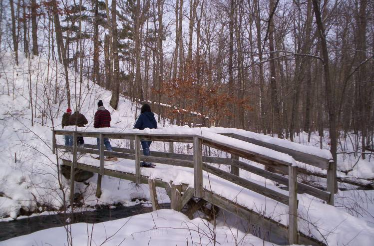 people crossing bridge on Ice Age Trail