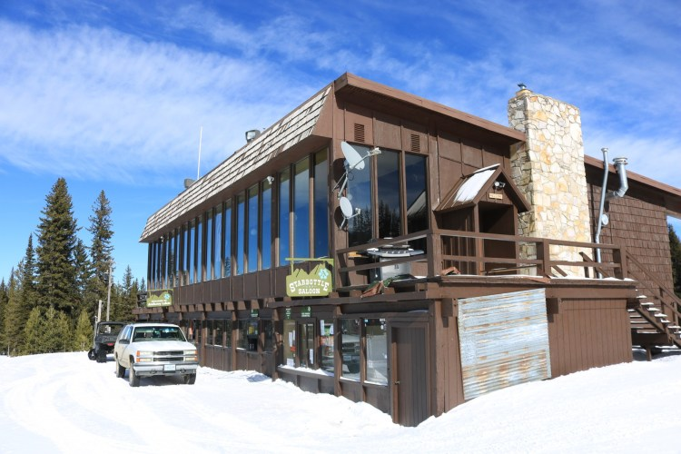 Anthony Lakes lodge and saloon outside view