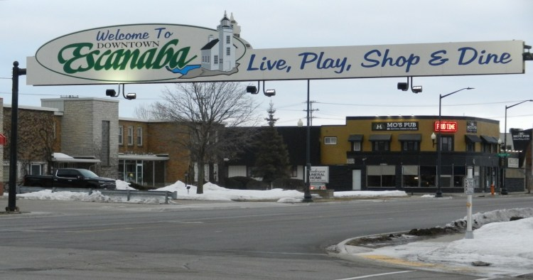 welcome sign for Escanaba Michigan