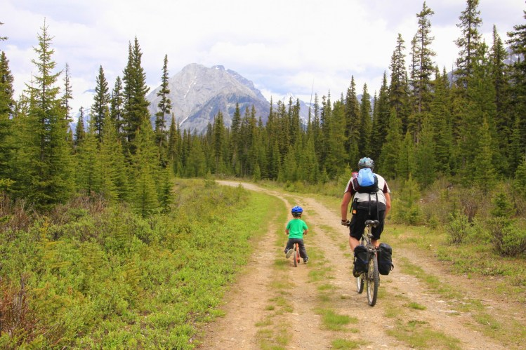 mountain biking in Kananaskis: Family biking at Mt. Shark