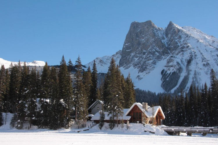 Emerald Lake Lodge with mountains in background