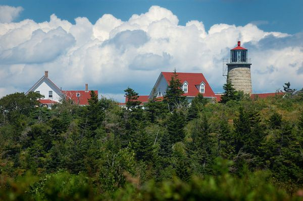 800px-Lighthouse_and_Museum_on_Monhegan_Island