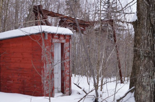 A Hogback Mountain lift shack far past its prime