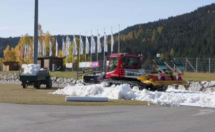 Tracking laying vehicles being used in the track making process. Photo credit: Olympiaregion Seefeld.