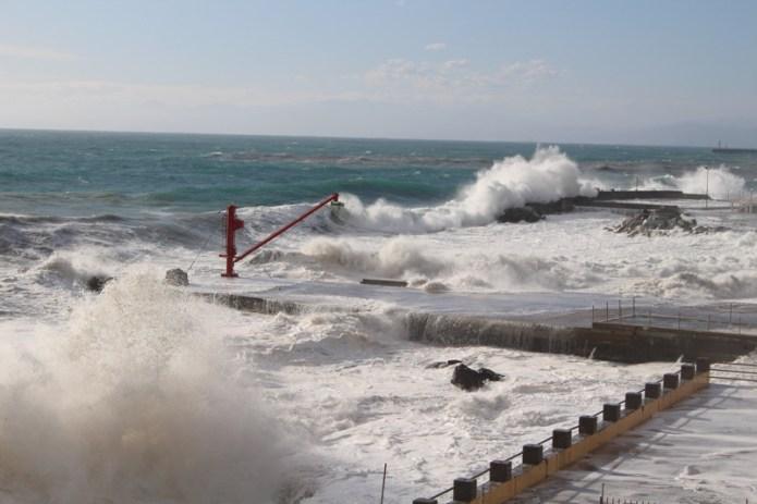Le mareggiate in Liguria tra spettacolo e calamità legate ai cambiamenti climatici