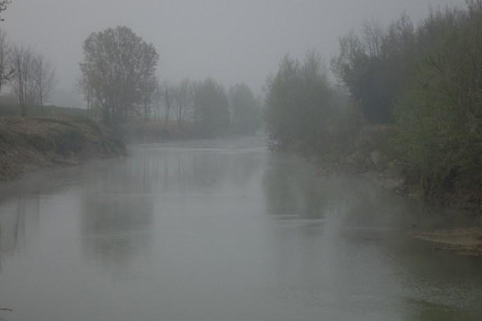 Nebbia primaverile sul fiume Elsa