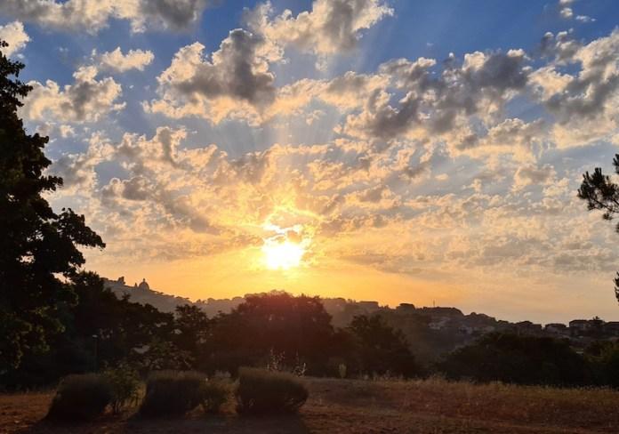 Skyline di Montefiascone all'alba