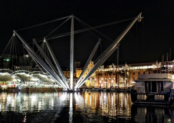 Bigo la sera:riqualificazione del Porto Antico di Genova