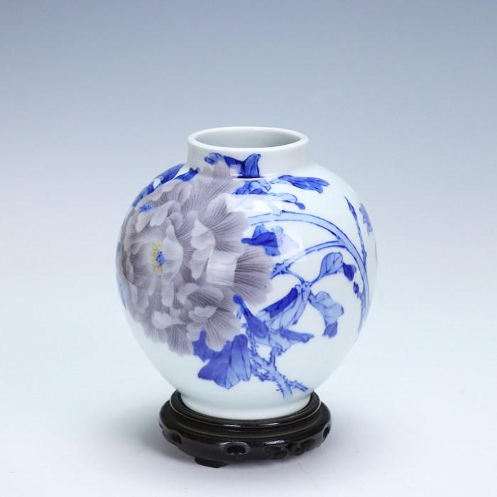 眞葛香山 青華 釉下彩牡丹図花瓶/KOZAN MAKUZU