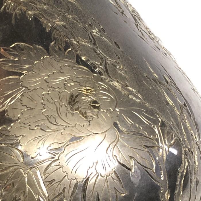石川勝信 片切彫牡丹図銀花瓶/Ishikawa Katsunobu
