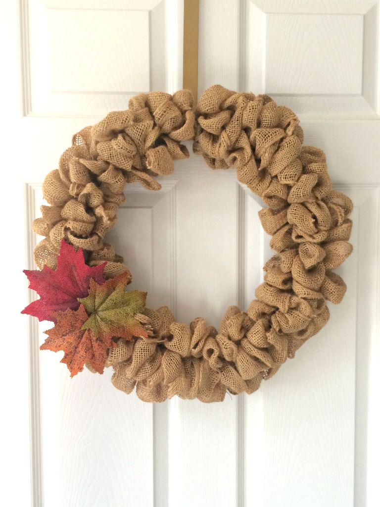 Burlap Bubble Fall Wreath | Easy Fall Door Decorations You Can DIY on a Budget | fall door decorations | fall door wreath