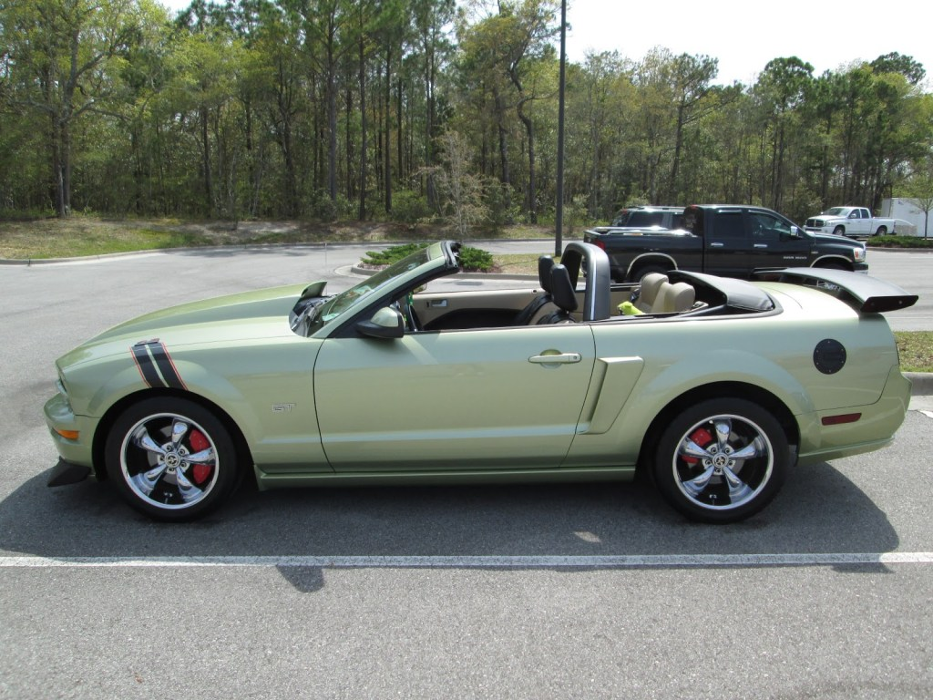 Sporty Convertible Mustang GT