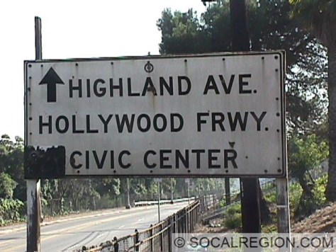 """Old signage at the Highland Ave offramp, on Cahuenga Blvd. A left arrow next to """"Civic Center"""" marked a former onramp to SB US 101."""