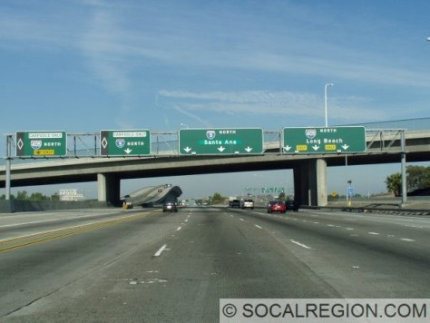 Northbound at the southern I-405 split. Note the greenout on Santa Ana, used to show Los Angeles until mid-2007.