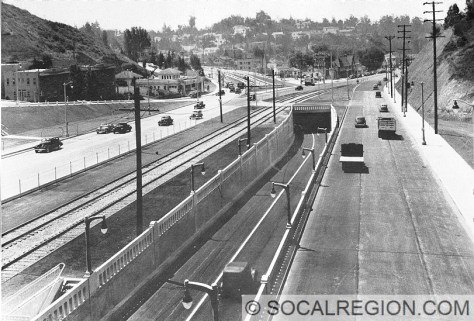 Old freeway at Highland Ave. US 101 traffic took the tunnel. Highland Ave traffic went to the right.