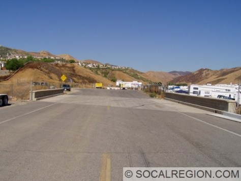 This photo shows the 1933 alignment of US 99 just north of Castaic. Before I-5, this road joined into the expressway. The bridge dates back to 1930.