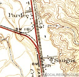 Map of Saugus from 1938. The red road leading north from Saugus is Bouquet Canyon Road. US 99 followed the road to the west along the railroad tracks.