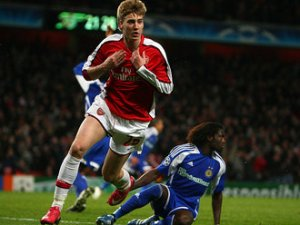 Bendtner scores the winning goal in his Mercurial Berry