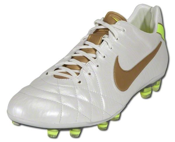 inventar precedente simultáneo  Nike Tiempo Legend IV Released in White/Metallic Gold | Soccer Cleats 101