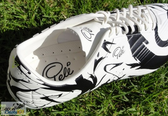 SheOne Cleats Details