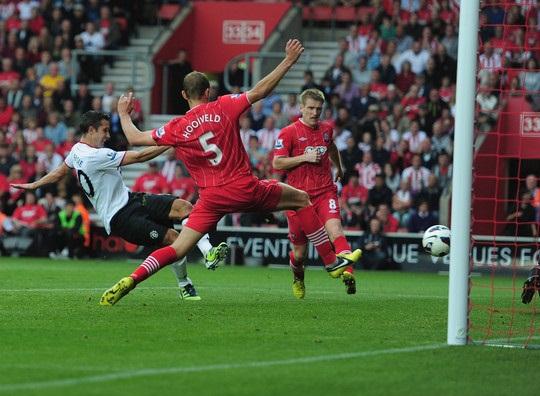 Robin Van Persie Goal Southampton