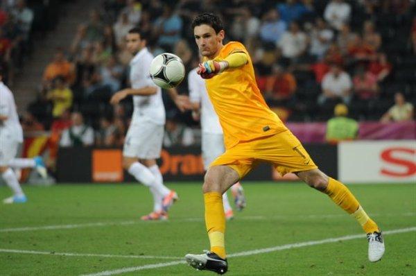 Hugo Lloris wearing Nike Tiempo