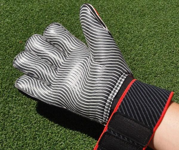 Predator Pro ClimaProof GK Glove
