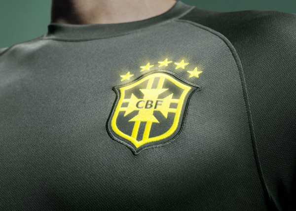 Brasil_National_Team_Third_Kit_Glow-in-the-dark_team_crest_large