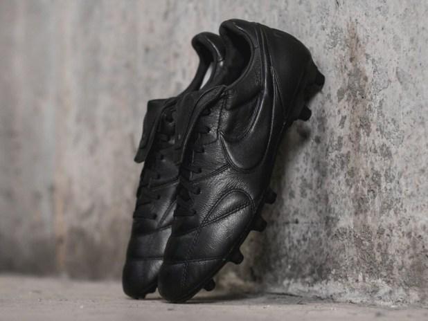 Blackout Nike Premier II