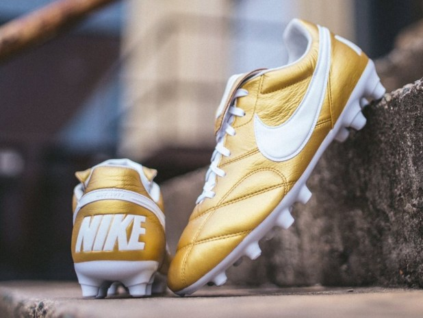 Nike Premier II in Gold
