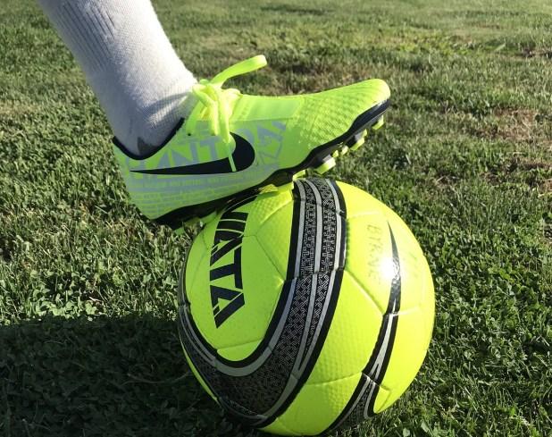 Nike Phantom Venom JNR Academy On Feet
