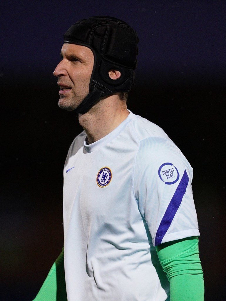 Peter Cech start for Chelsea, concede two in first 20 min of premier league 2