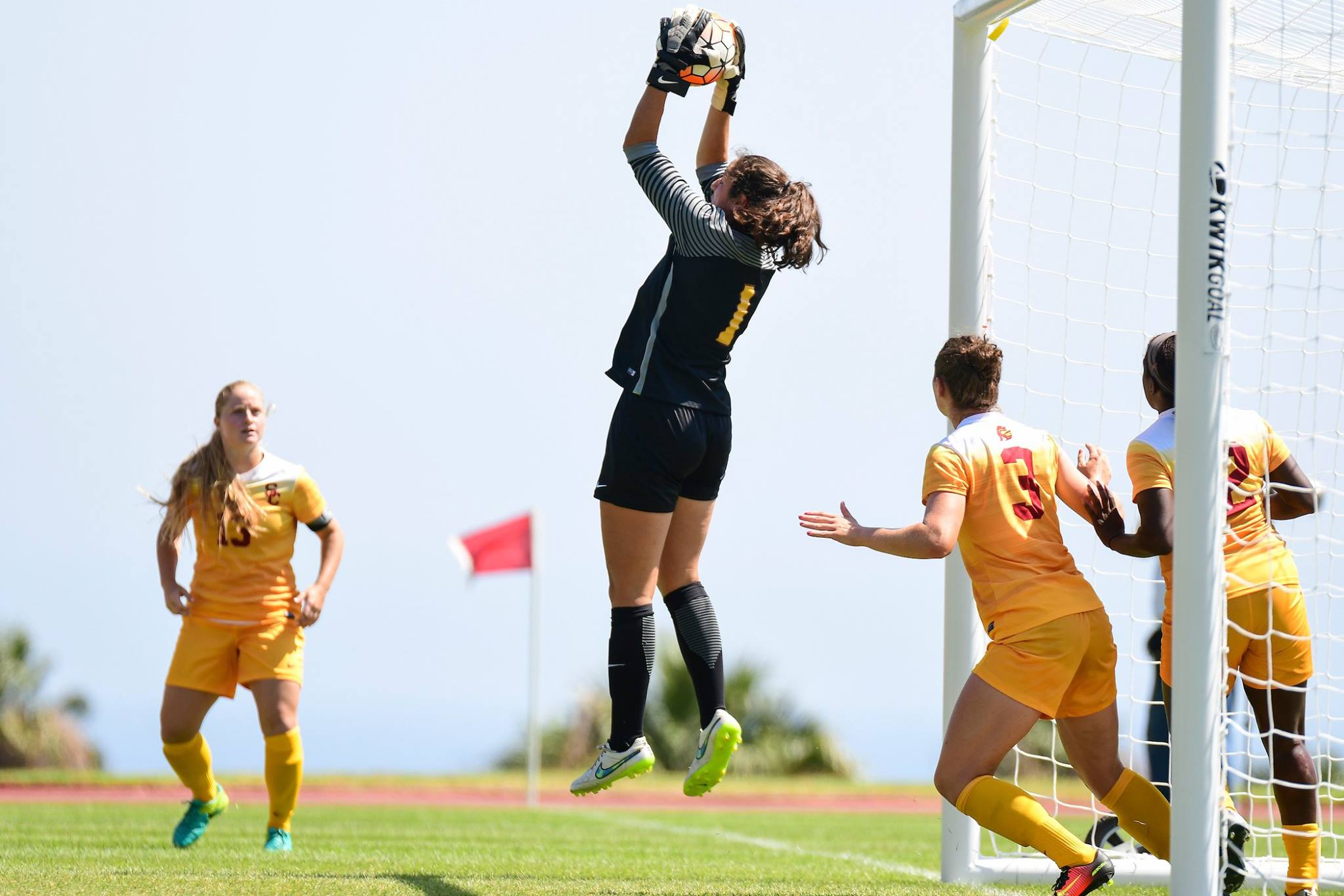 California Top 25 College Recap: Stanford, USC, UCLA, & Cal Women All Shine