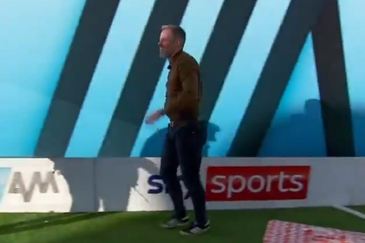 Retired defender Jamie Carragher shows off his football skills (Video)