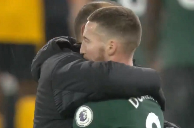 Ex-Wolves wing-back Matt Doherty welcomed warmly by former manager and teammates on Molineux return (Video)