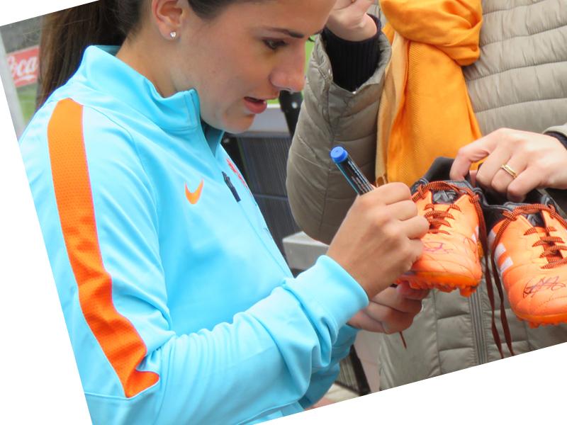 Danielle van de Donk voetbalschoenen