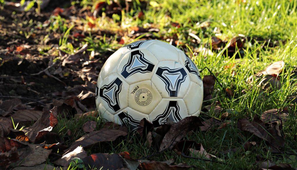 voetbal in de herfst